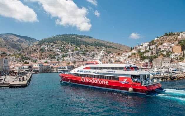 Comment aller à Milos depuis Santorin en ferry ?