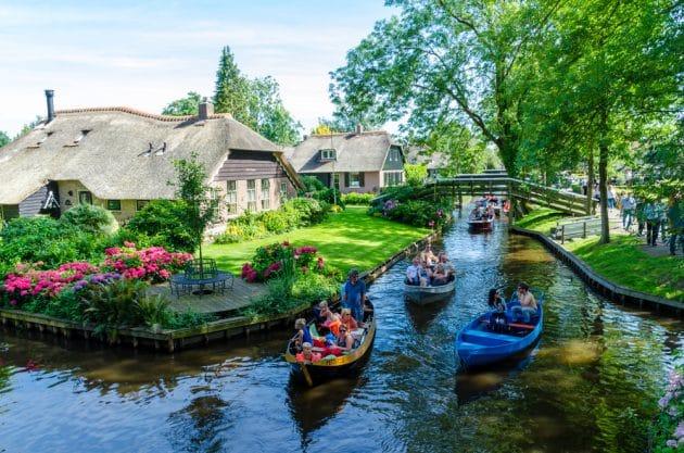 Bienvenue à Giethoorn : paradis baigné dans le silence, l'eau et la nature