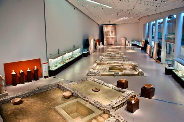 Visiter le musée archéologique, patras