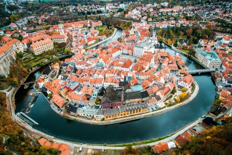 Vue de la vieille ville d'en haut. Vue de dessus. krumlov tchèque.