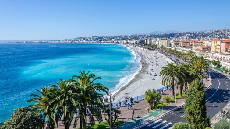 Vue frontale sur la mer Méditerranée, baie des Anges, Nice, France