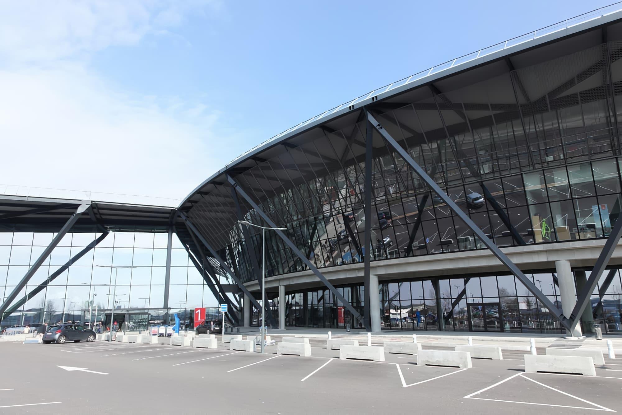 Parvis de l'aéroport