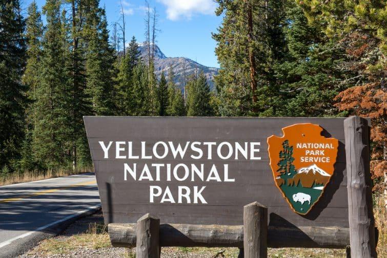 Panneau d'entrée au parc national de Yellowstone