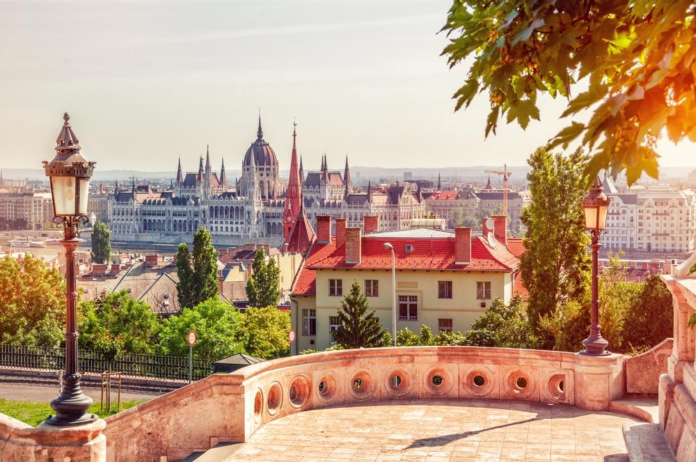 Belle vue panoramique depuis le bastion des Pêcheurs au Parlement Hongrois, Budapest, Hongrie