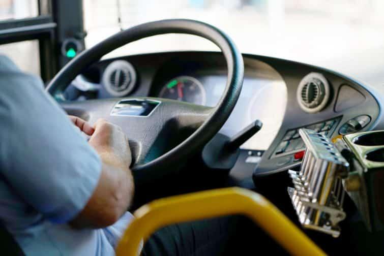 Tableau de bord dans un bus