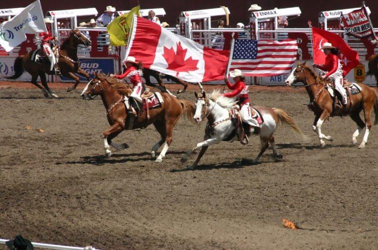 Défilé de Cow-Girls au Calgary Stampede