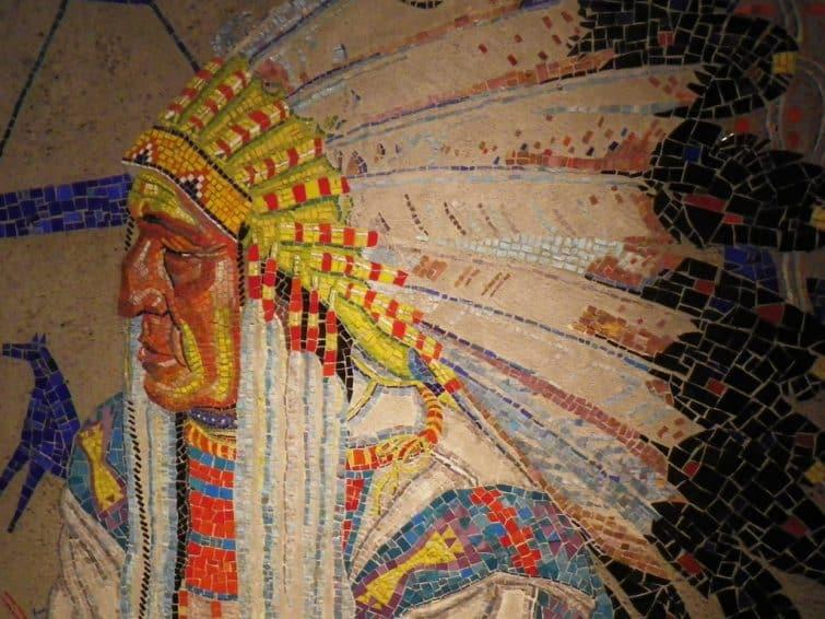 Mosaîque d'autochtones au Glenbow Museum