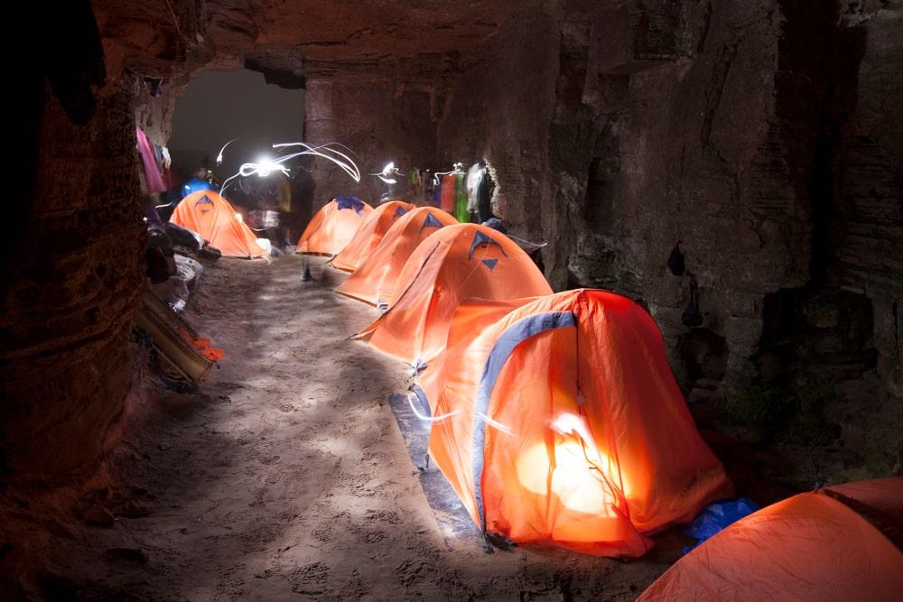 Campement dans une grotte au Mont Roraima