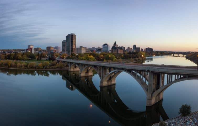 La rivière Saskatchewan longeant Saskatoon