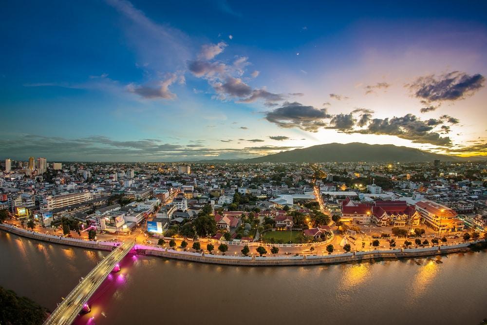 Vue panoramique de Chiang Mai de nuit