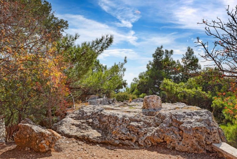 Le rocher de la Daskalopetra