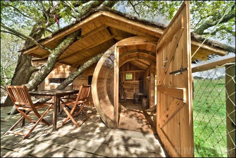 Cabane dans les arbres à Dihan, Bretagne