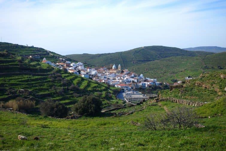 Vue sur le village de Dryopida, Kythnos, Grèce