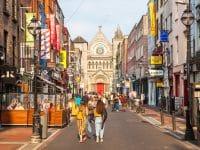 Rue Saint-Anne et cathédrale Saint-Anne à Dublin
