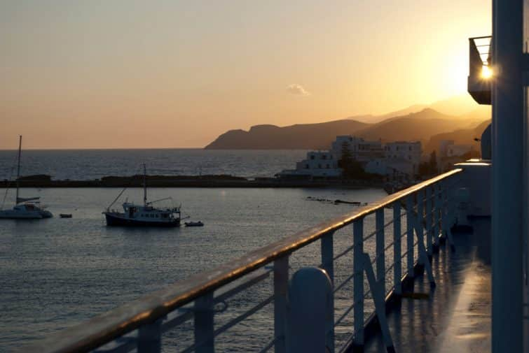 Coucher de soleil sur un ferry à Naxos