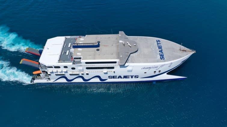 Ferry dans la Mer Egée, kithyra