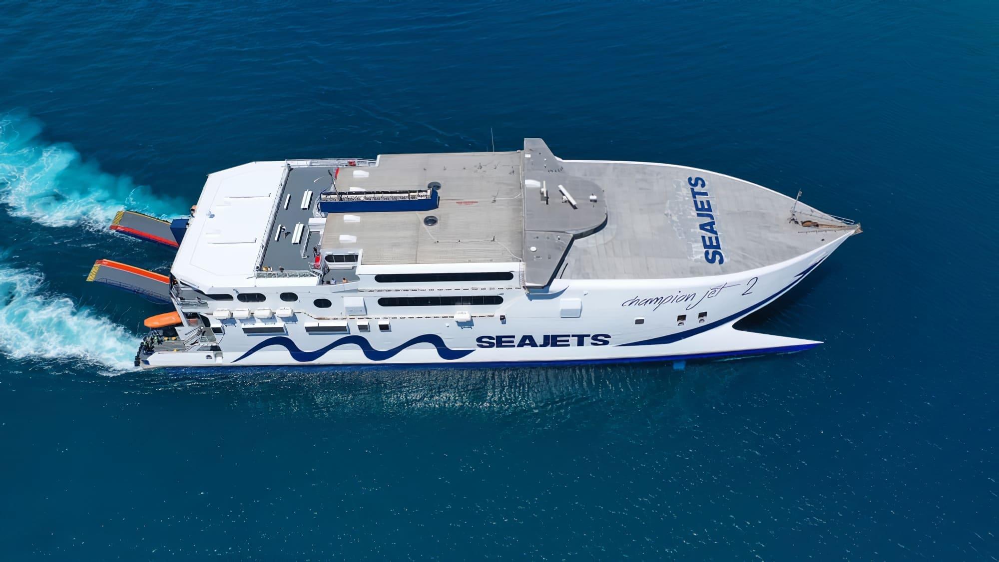 Ferry dans la Mer Egée, syros Amorgos depuis Santorin en ferry