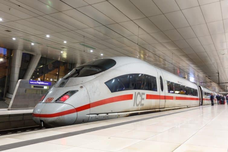 Le ICE, le train assurant le transfert vers le centre
