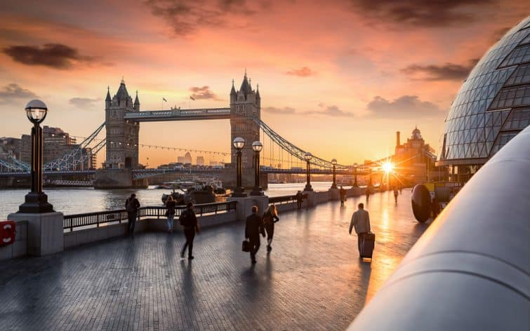 Coucher de soleil à Londres, vu sur le Tower Bridge
