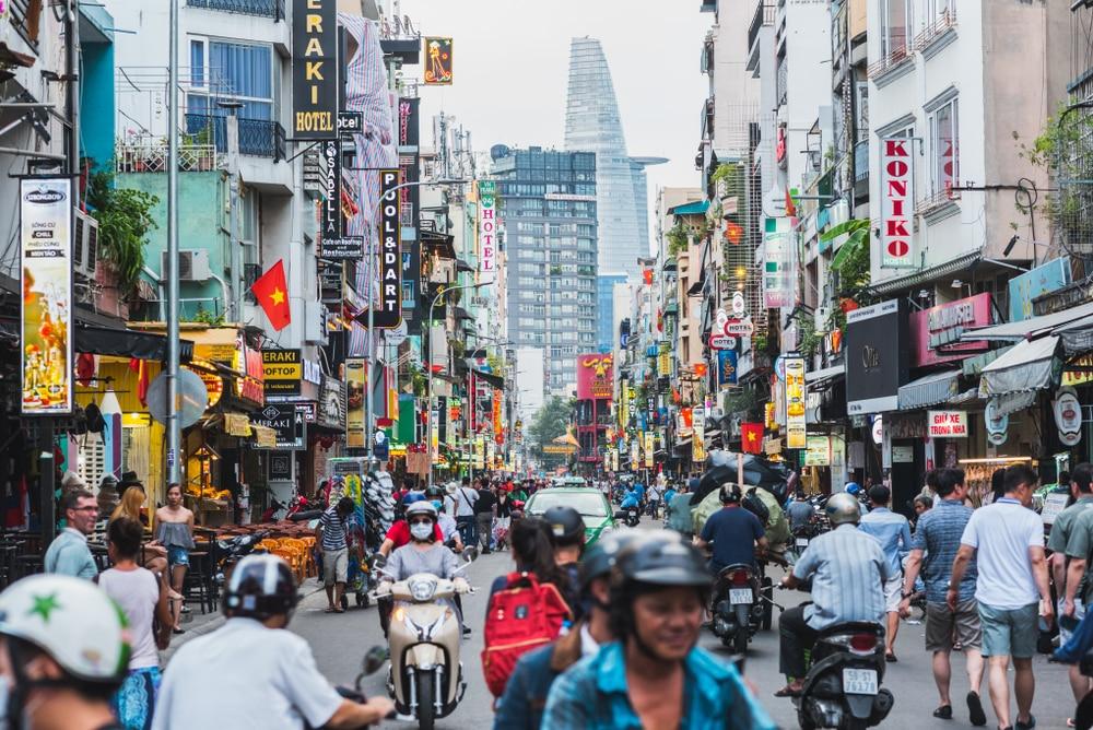 Rue commerçante dans Ho Chi Minh, Vietnam