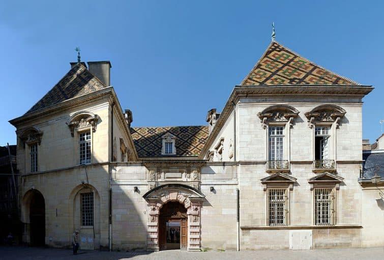 Façade de l'Hôtel de Vogüé
