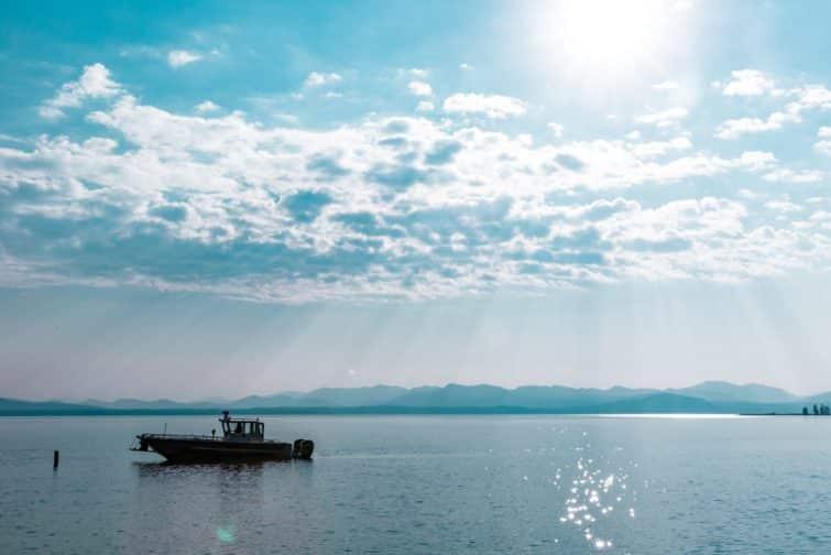 Bateau sur le lac de Yellowstone