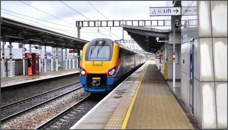 Le train partant du Luton Airport Parkway
