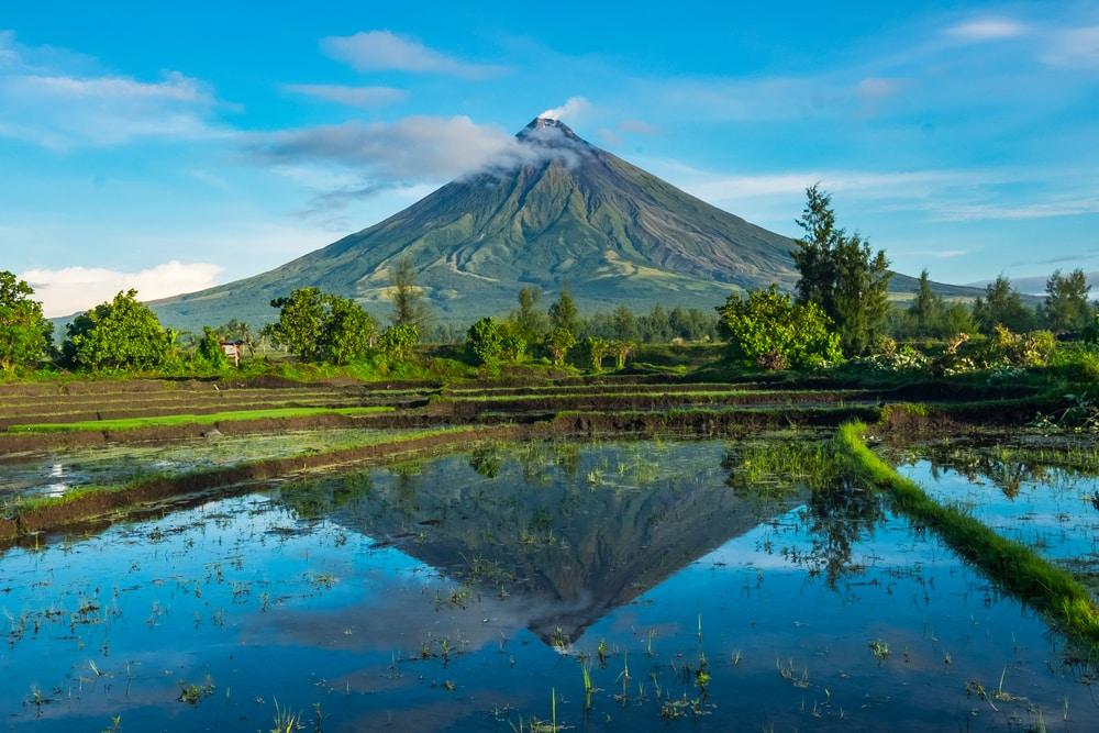 Le volcan Mayon dans la province d'Albay, Philippines