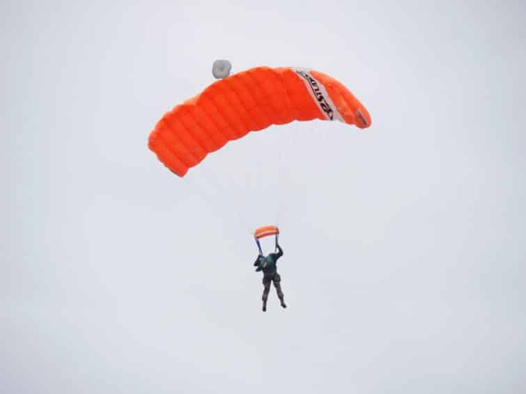 parachute, normandie, orange