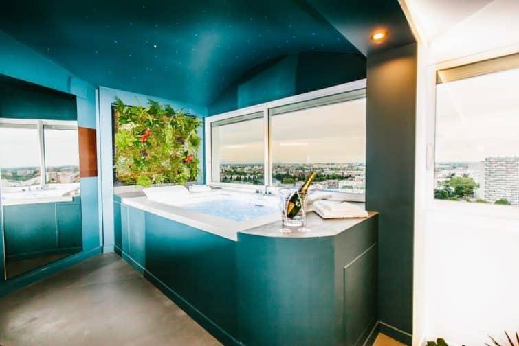 Spa avec vue au Parenthèse Concept Room, Toulouse