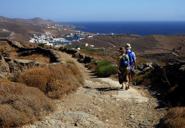 Randonneurs sur l'île de Kythnos