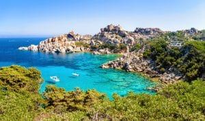 L'eau turquoise en Sardaigne, un incontournable