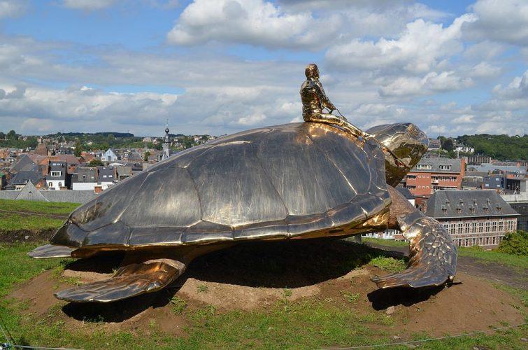 La statue Searching for Utopia de Jean Fabre