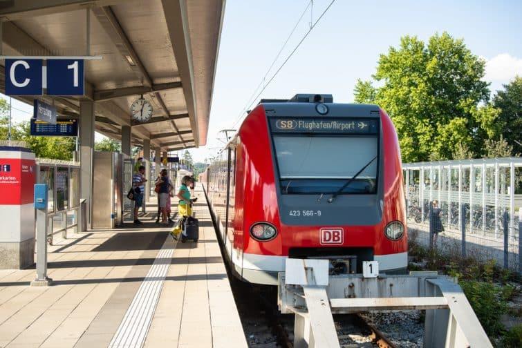 Train S-Bahn à l'aéroport de Munich