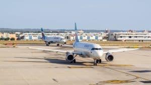 Avion sur le tarmac de l'aéroport de Palma de Majorque