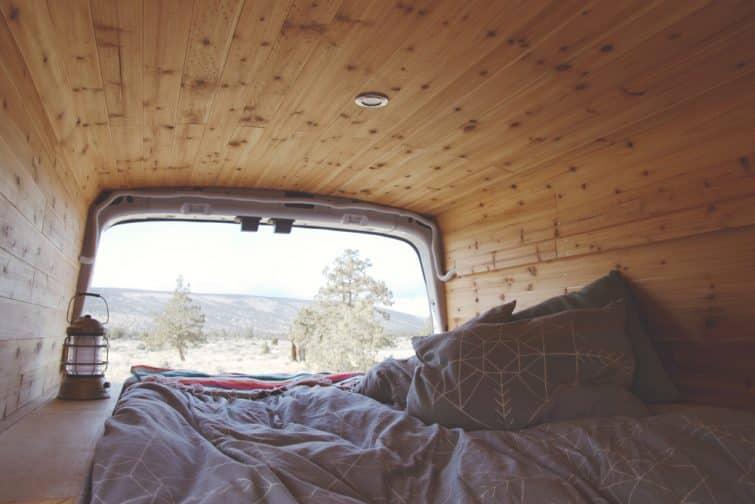 A l'intérieur d'un van