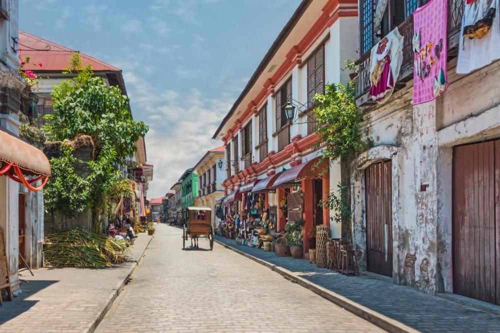 Calèche dans une ruelle du village de Vigan, Philippines