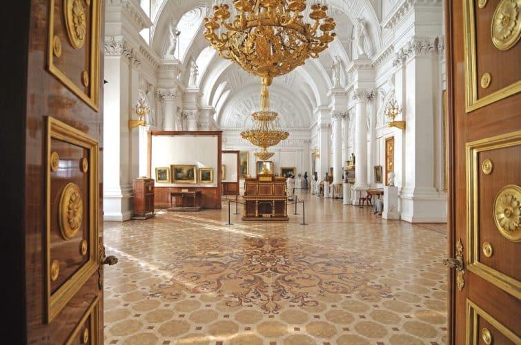 Le palais d'hiver. intérieur. galerie d'art