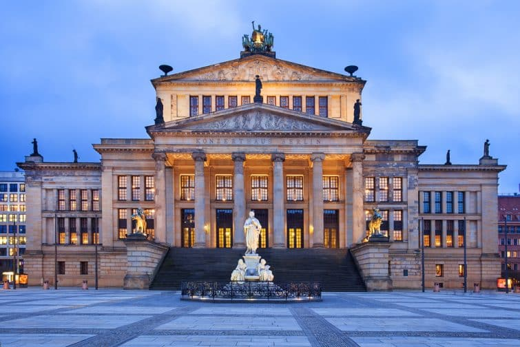 Le théâtre néoclassique sert de salle de concert