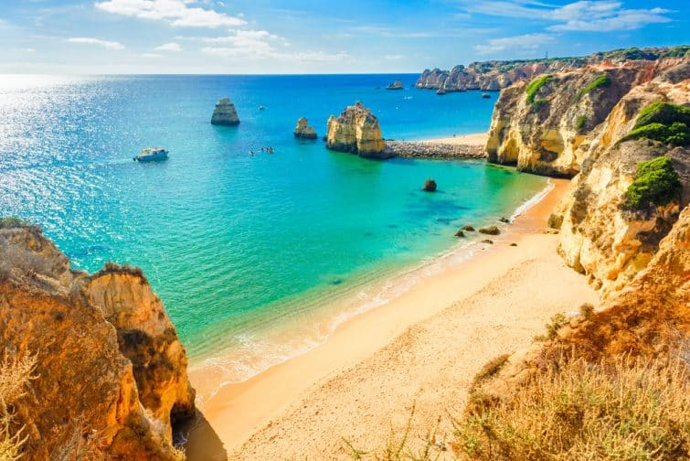 Plage à Ponta de Piedade, en Algarve
