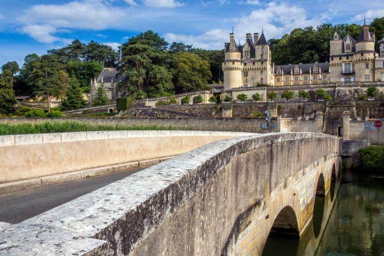 Vue du Château d'Ussé depuis un pont, Loire