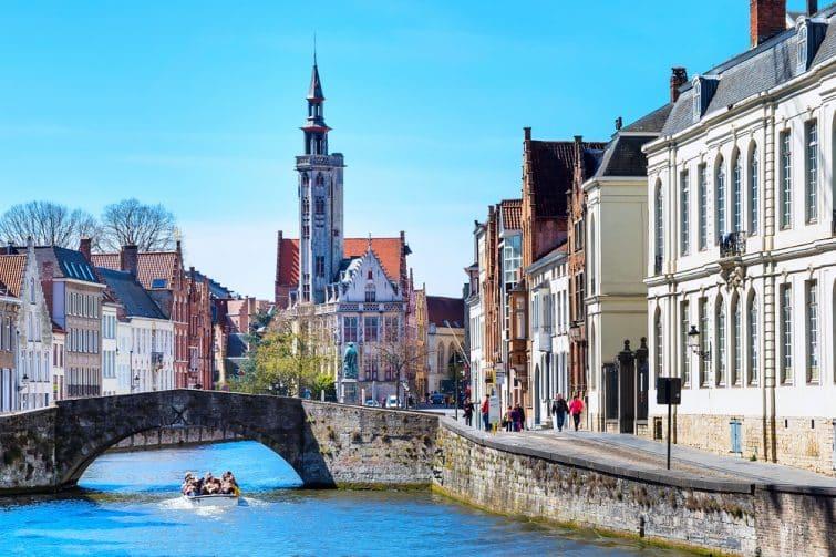 Belle vue sur Bruges et le canal