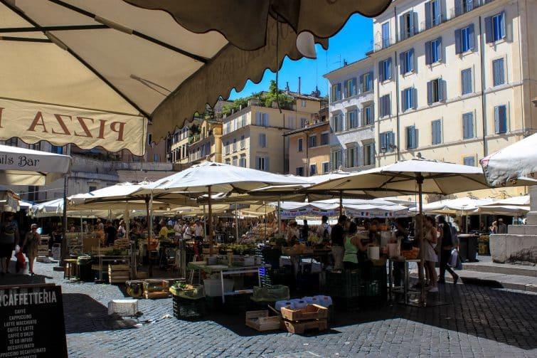 La Piazza Campo de' Fiori