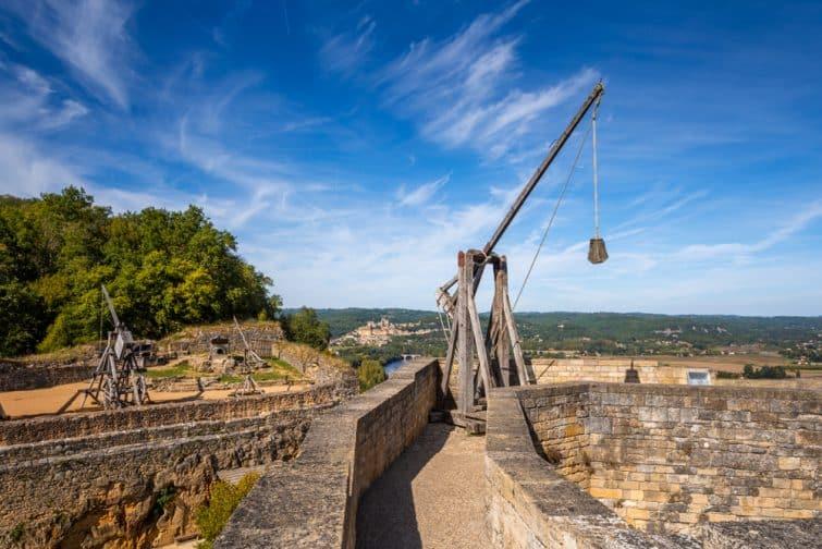 Catapulte au château de Castelnaud, Dordogne