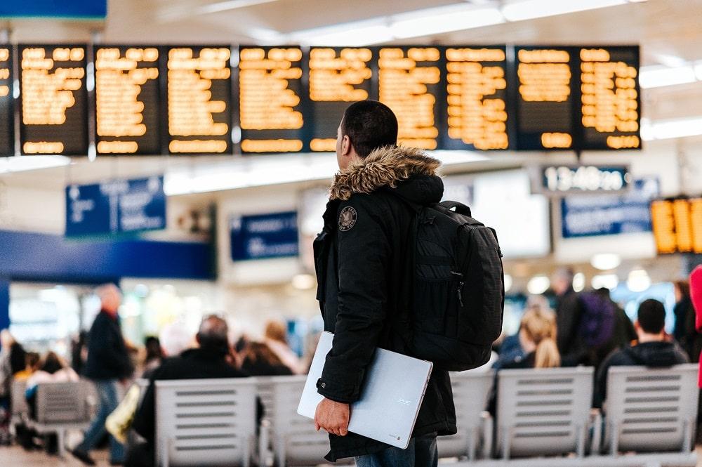 Voyageur dans un aéroport