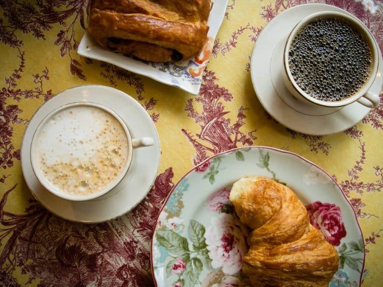 Petit déjeuner traditionnel français