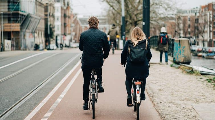 Cyclistes dans Amsterdam