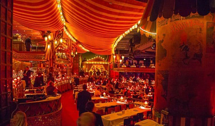 Diner spectacle au Moulin Rouge, Paris