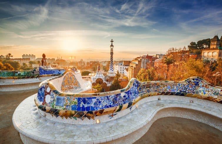 Vue de Barcelone depuis le parc Güell au lever du soleil