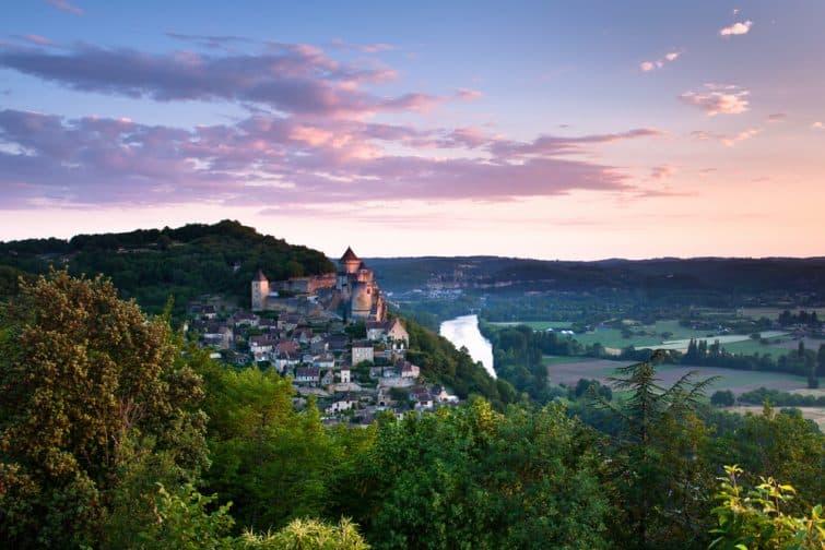 Village et château de Castlenaud au coucher du soleil, Dordogne
